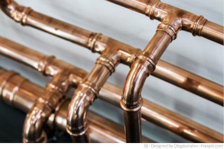 Testen Sie Ihre Wasserleitungen wie diese Kupferrohre und überprüfen Sie die eigene Wasserqualität.