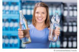 Wasser aus der Plastikflasche oder Glasflasche?